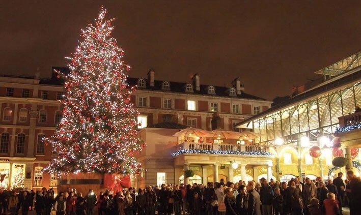 Sapin de Noël majestueux à Covent Garden